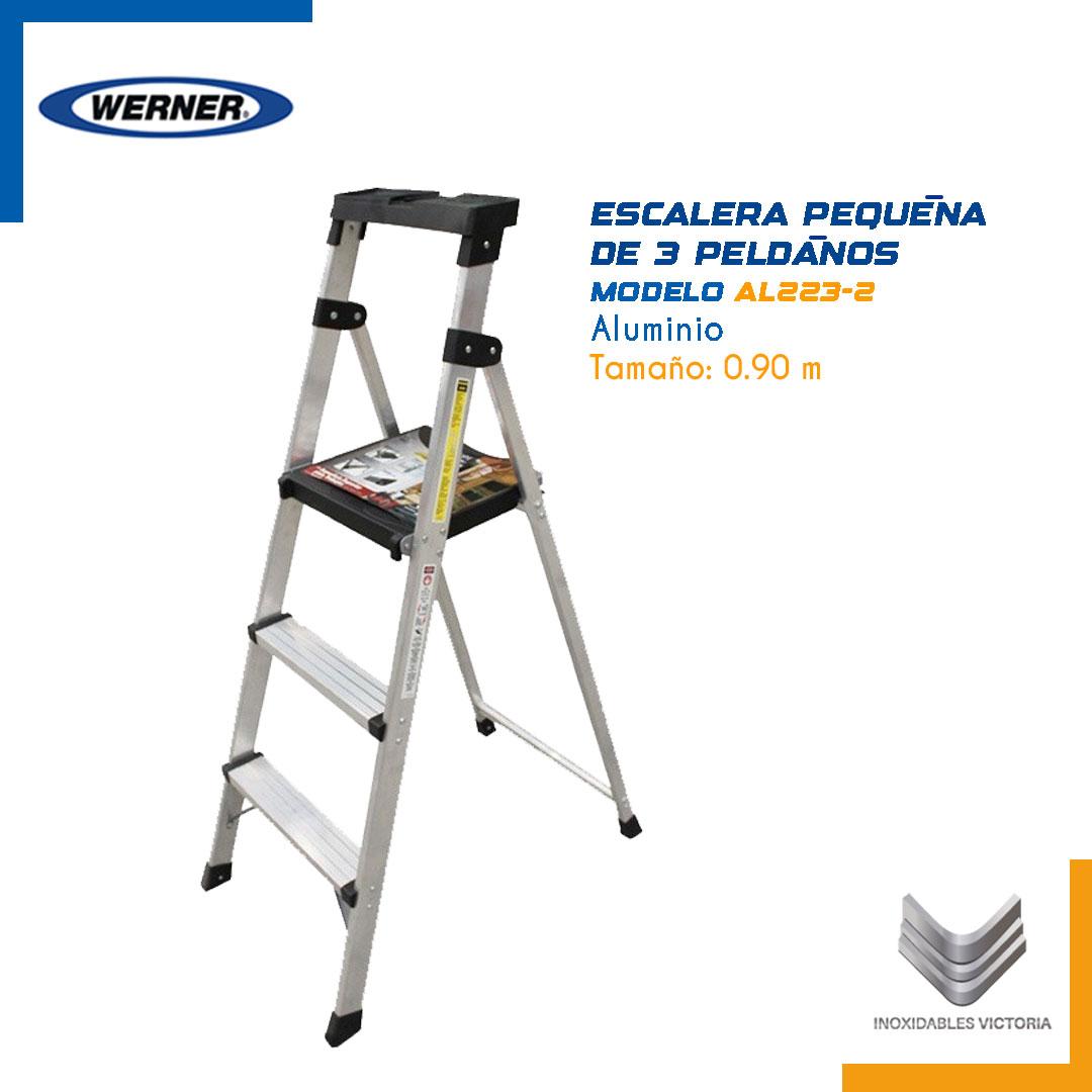 Escalera pequeña de 3 peldaños de aluminio. Modelo AL223-2 Werner.